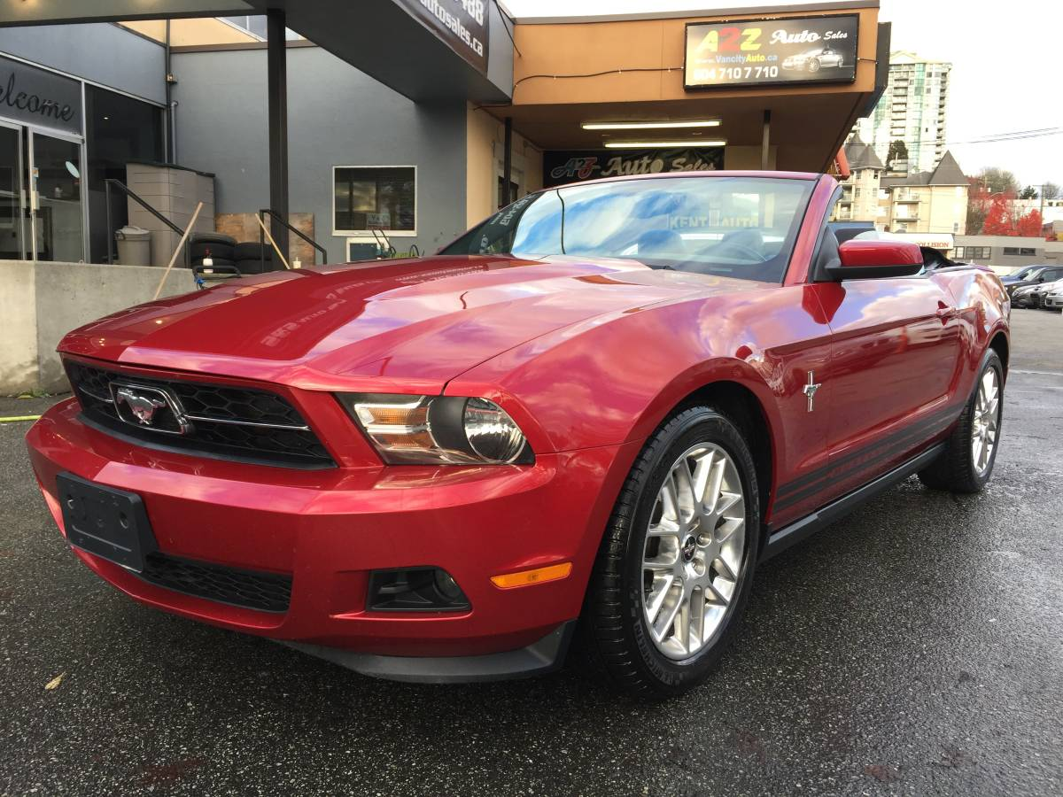 2012 Ford Mustang Convertible, 6 Speed Manual **59,988 KM** 1 Owner, Local,  V6, Leather, $17,999